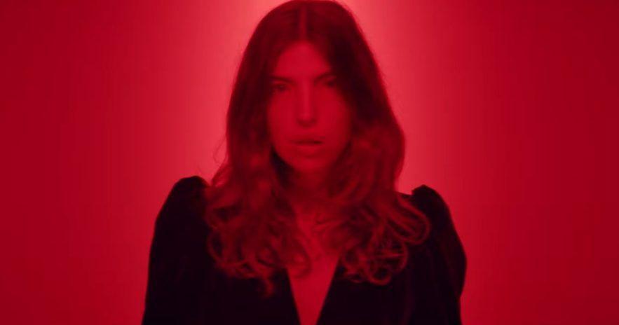 Clou - Rouge - Capture YouTube