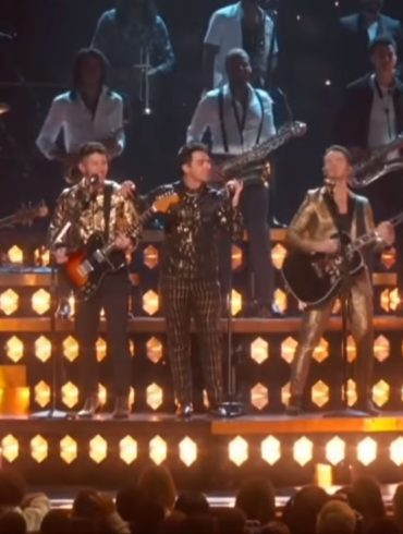 Jonas Brothers - Grammy Awards 2020 - Capture YouTube