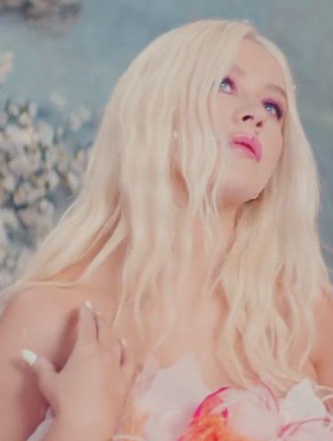 Christina Aguilera x A Great Big World - Fall On Me - Capture YouTube