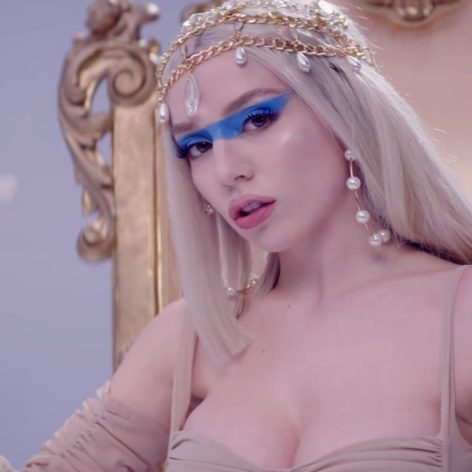 Ava Max - Kings & Queens - Capture YouTube