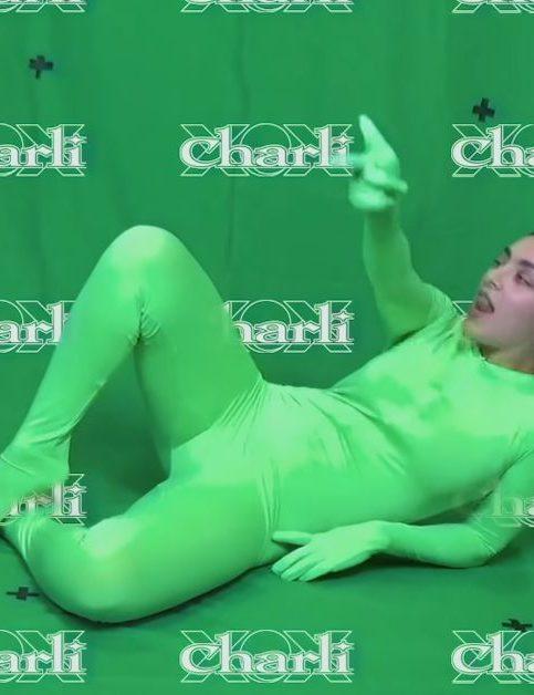 Charli XCX - claws - Capture YouTube