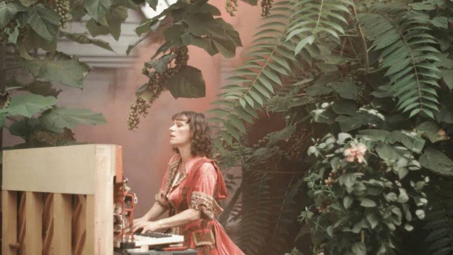 Emily Loizeau - Le poids de l'existence - Capture YouTube